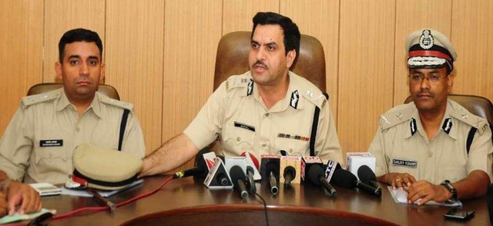Gurgaon police commissioner Muhammad Akil (Centre).