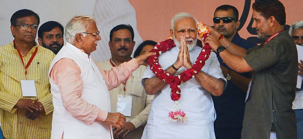 PM Modi with Haryana Chief Minister Manohar Lal Khattar and other party members during an election rally in Rohtak (Photo Source: PTI)
