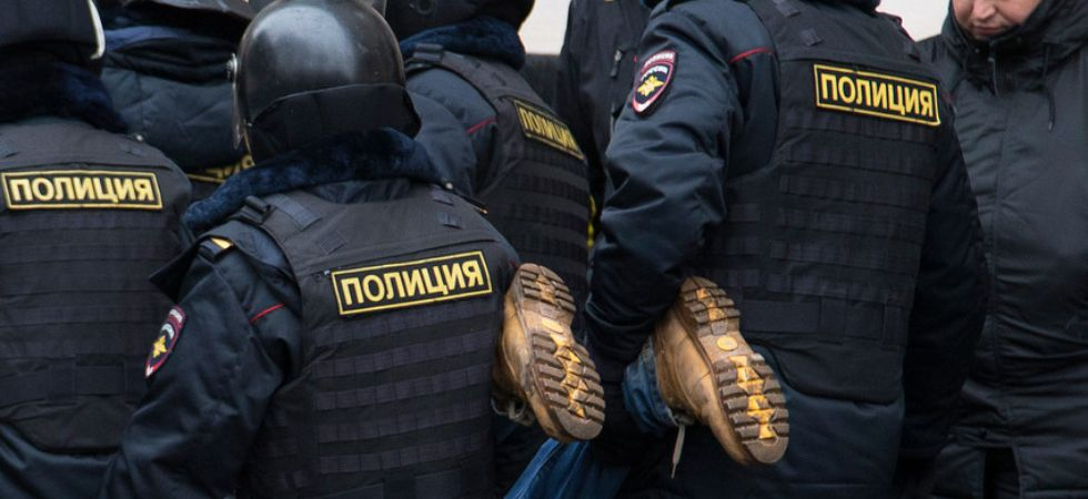 Russian police raiding opposition political leaders (Photo Credit: Twitter)