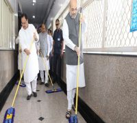 BJP Kickstarts PM Modi's Birthday Celebrations With 'Seva Saptah', Amit Shah Mops Floor At AIIMS