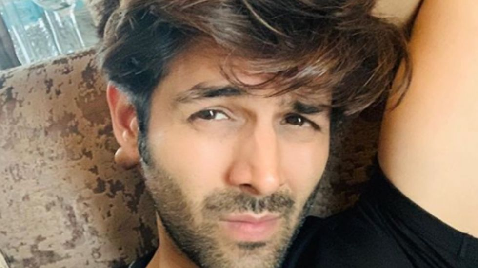 WATCH: Kartik Aaryan's Fan Go Down On Knees To Propose Actor