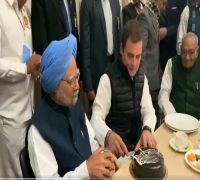 FACT CHECK: Did Rahul Gandhi Not Allow Manmohan Singh To Cut His Birthday Cake In Viral Video