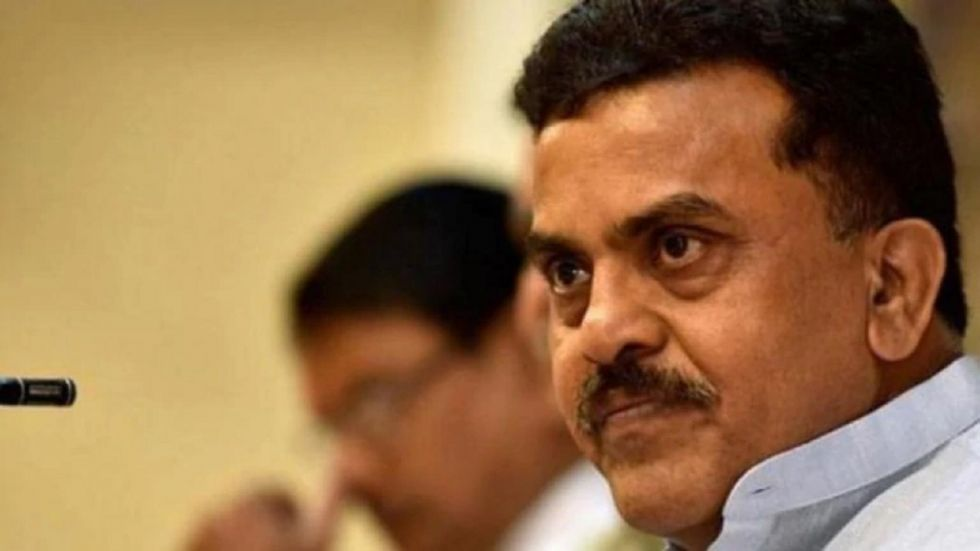 Sanjay Nirupam has threatened to quit the party.
