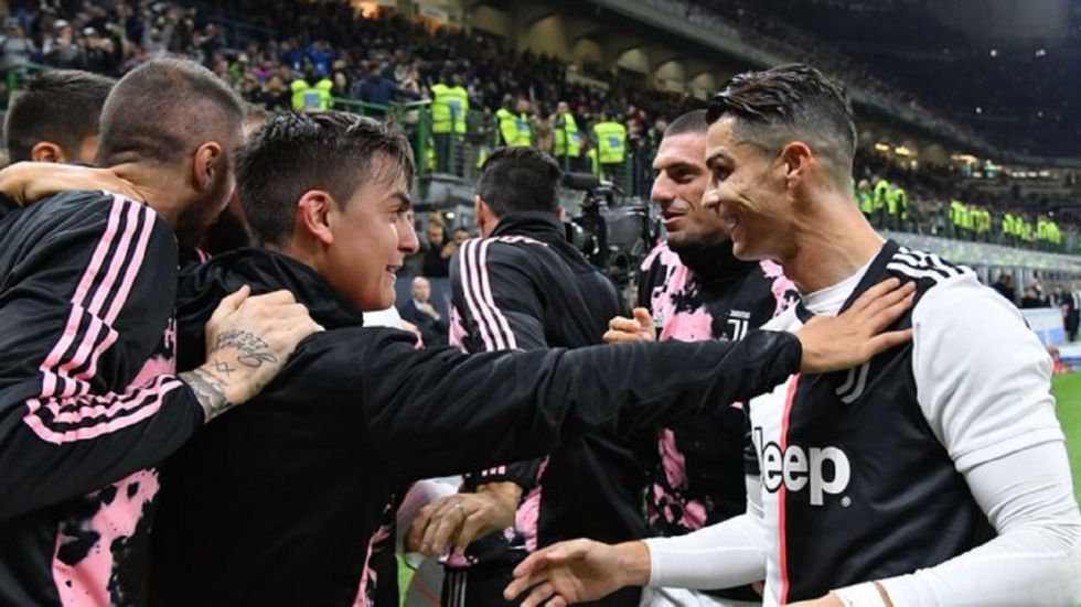 Gonzalo Higuain scored a goal in the 80th minute as Inter Milan suffered their first loss in the Serie A season while Juventus went on top.