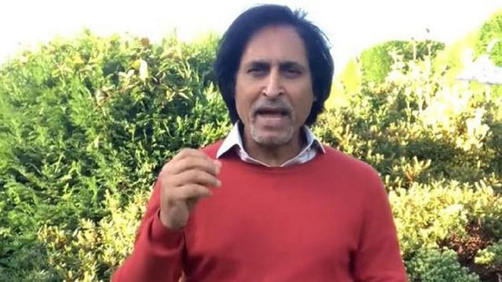 Ramiz Raja was at the receiving end of an embarrasing mistake during the Pakistan vs Sri Lanka T20I in Lahore.