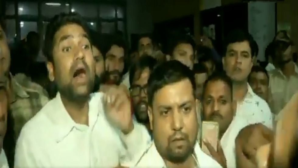 VIDEO | Delhi lawyers allegedly push, shove ANI woman journalist after CM Kejriwal reaches at St Stephen's Hospital