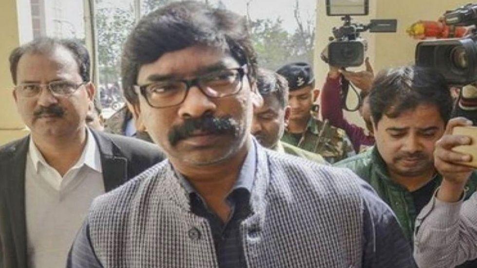Hemant Soren met jailed RJD supremo Lalu Prasad at a hospital.