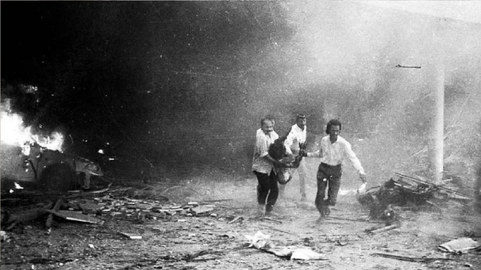 1993 Mumbai serial blast scene.