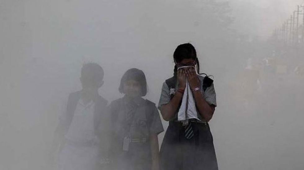 Air pollution can cause discomforts such as irritation to the nose, eyes, throat or skin.