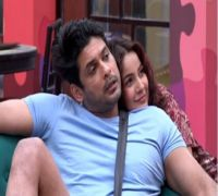 VIDEO   Bigg Boss 13: Shehnaz Surprises Sidharth With Flowers At Bedside And Gets Warm Cuddle From Actor In Return