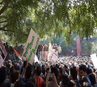 JNU Showdown: Protesting Students Break Police Barricades, Clashes Near Ber Sarai