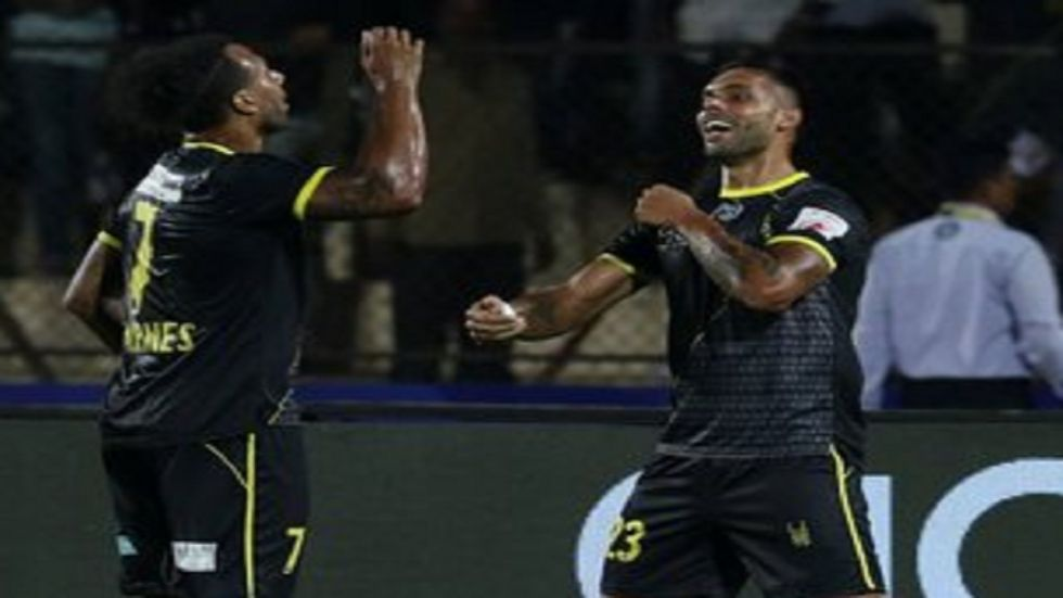 Robin Singh helped 10-man Hyderabad FC snatch a 1-1 draw against Bengaluru FC in a thrilling Indian Super League match in Hyderabad.
