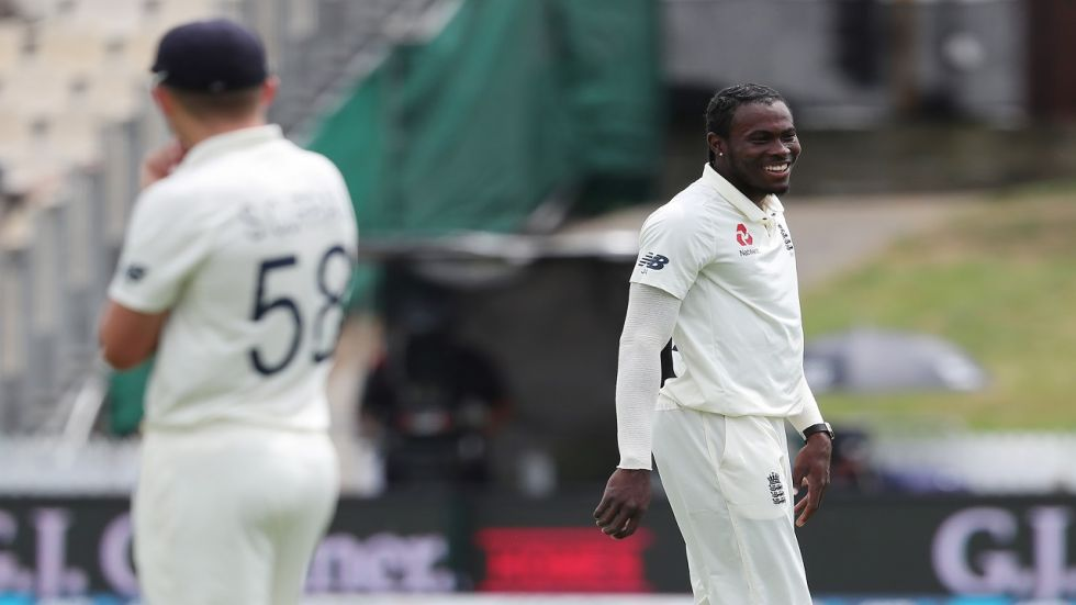Joe Denly dropped a simple catch off Kane Williamson with Jofra Archer the unlucky bowler as New Zealand held on for a draw in the final Test at Hamilton.