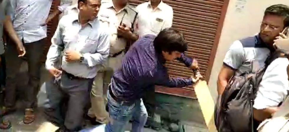 BJP issues notice to Akash Vijayvargiya, Kailash Vijayvargiya's son, for beating municipal officer with bat