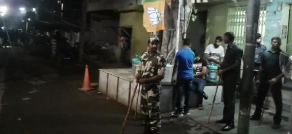 A huge number of security forces has been deployed outside the residence of Arjun Singh. (Image Credit: ANI)
