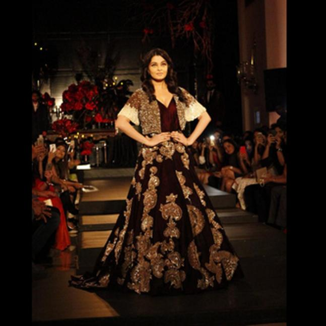 Aishwarya, Kangana set ramp on fire at ICW!