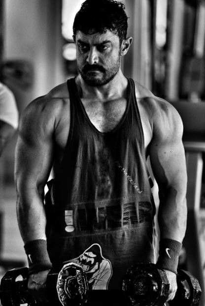 Aamir Khan is back with his macho looks; Mr. Perfectionist poses for a Magazine cover after 3 Years