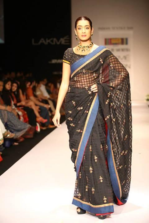 Juhi Chawla dazzles in Marathi avatar at LFW 2013 on Day 4