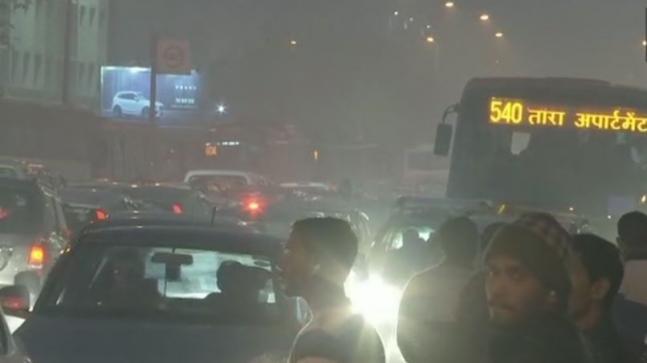 Huge traffic jams choke Delhi on New Year's Day, 2.5 lakh people visit India Gate
