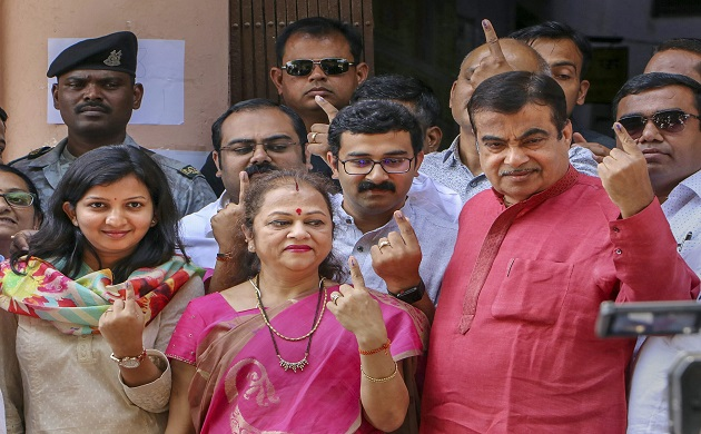 Lok Sabha Elections 2019  Political leaders who cast their votes in the first phase