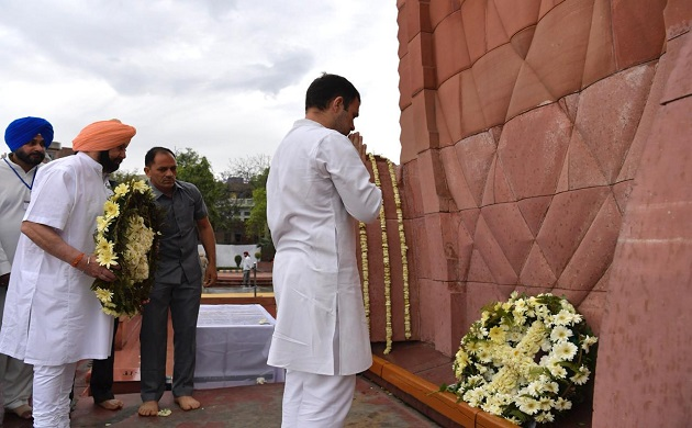 Jallianwala Bagh Massacre centenary Congress president Rahul Gandhi Punjab Chief Minister Amarinder Singh pay tributes