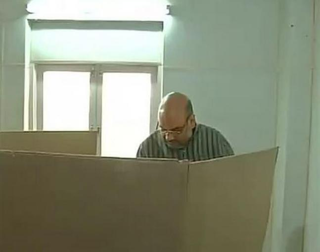 LS polls, phase 7: VIPs cast their votes