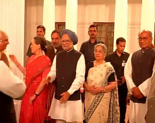 Sonia hosts farewell dinner for PM