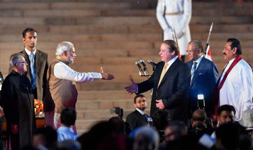 Finally, Namo-Nawaz shake hand!!