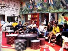 Bigg Boss 11 Arshi Khan becomes captain Hina calls Hiten Spineless