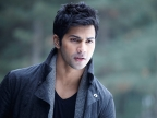 Varun Dhawan wows audience with dance moves