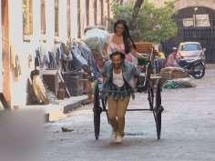 Saif Ali Khan pulls rickshaw on Kolkata streets