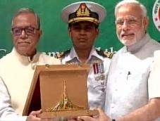 Modi receives Award on behalf of Vajpayee