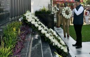 Devendra Fadnavis pays tribute to 26/11 Mumbai terror attack victims