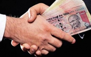 Sub-inspector caught taking bribe in Moradabad