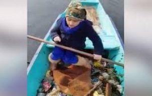 Kashmiri girl who actively takes up cleanliness drive