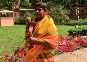 TDP MP Shivprasad dresses as  woman to demand special status for Andhra Pradesh