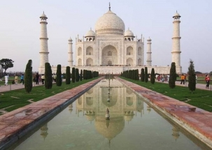 Scientific study to find out colour of Taj Majal