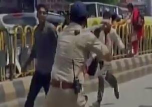 Lucknow: Police arrest protesting teachers