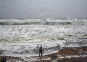 Cyclone Titli: Red alert in Odisha, eight died in Andhra Pradesh as storm intensifies