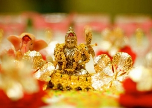 Dhanteras 2018: Ahead of Diwali, markets decked up with glittering gold and silver jewelleries
