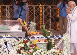PM Modi, Defence Minister Sitharaman pay last respects to Parrikar