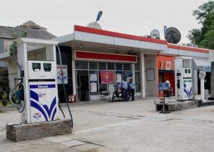 BJP leader's relatives thrash petrol pump employee, incident gets captured on CCTV