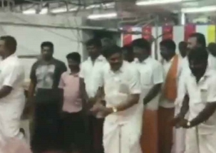 Khabar Cut2Cut: Tamil Nadu minister dances during temple festival in Coimbatore