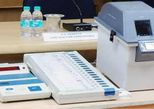 Lok Sabha polls 2019: Candidate photos on EVMs, VVPATs at all boothts