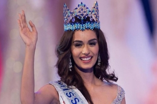 Miss World Manushi Chillar returns to India, receives grand welcome at Mumbai airport