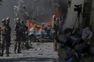 Pakistan elections: 35 killed in suicide blasts at Quetta polling station