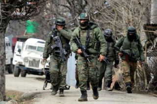 Pulwama encounter update: 2-3 terrorists trapped, 4 army men killed