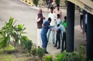 Madhya Pradesh: BJP MP assault toll booth employees for seeking ID proof