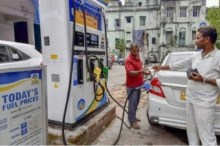Delhiites face hardships due to petrol pump strike