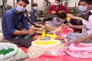 Holi 2019: Prisoners of Tihar Jail prepare for the colourful festival